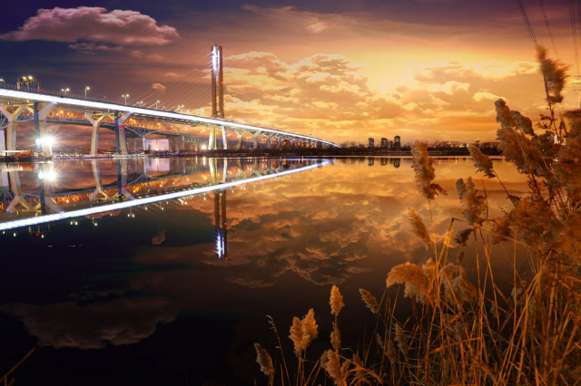 New Champlain Bridge in Montreal City at Night - stock photos and royalty-free images
