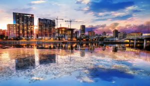 2020 Montreal City at Sunset with Water Reflection - stock photos and royalty-free images